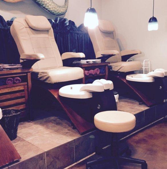 High End Nail Salon: Downtown, New Orleans, LA